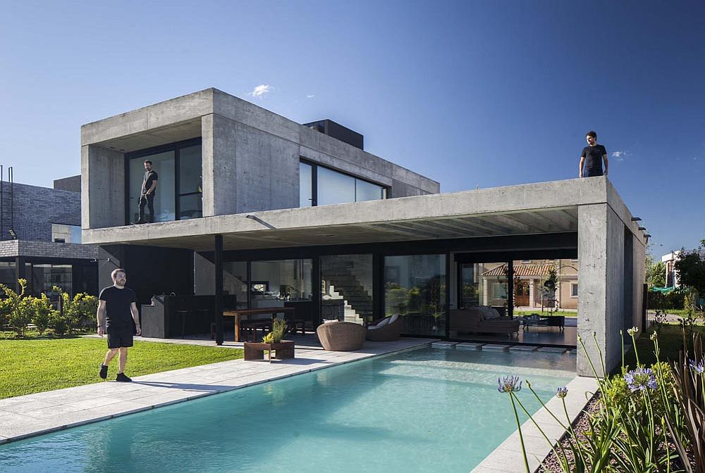 Modern minimal deisgn of the house relies on uncomplicated design and clean, straight lines