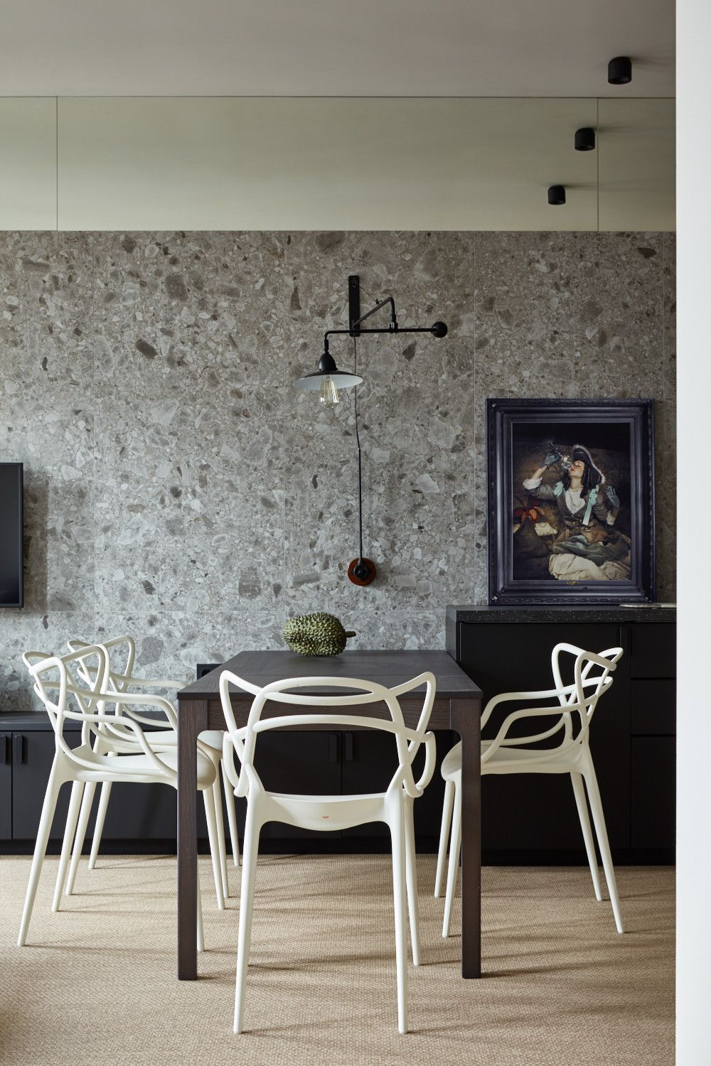 Modern-minimal-dining-room-with-sculptural-chairs-in-white-22111