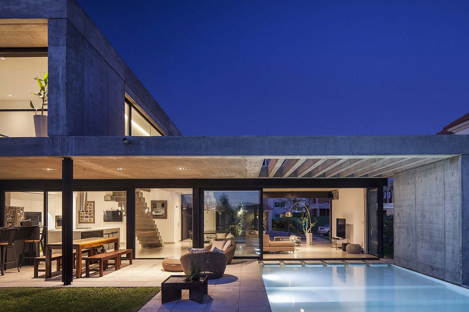 Modern-minimal-home-in-Buenos-Aires-where-glass-and-concrete-planes-intersect-53601
