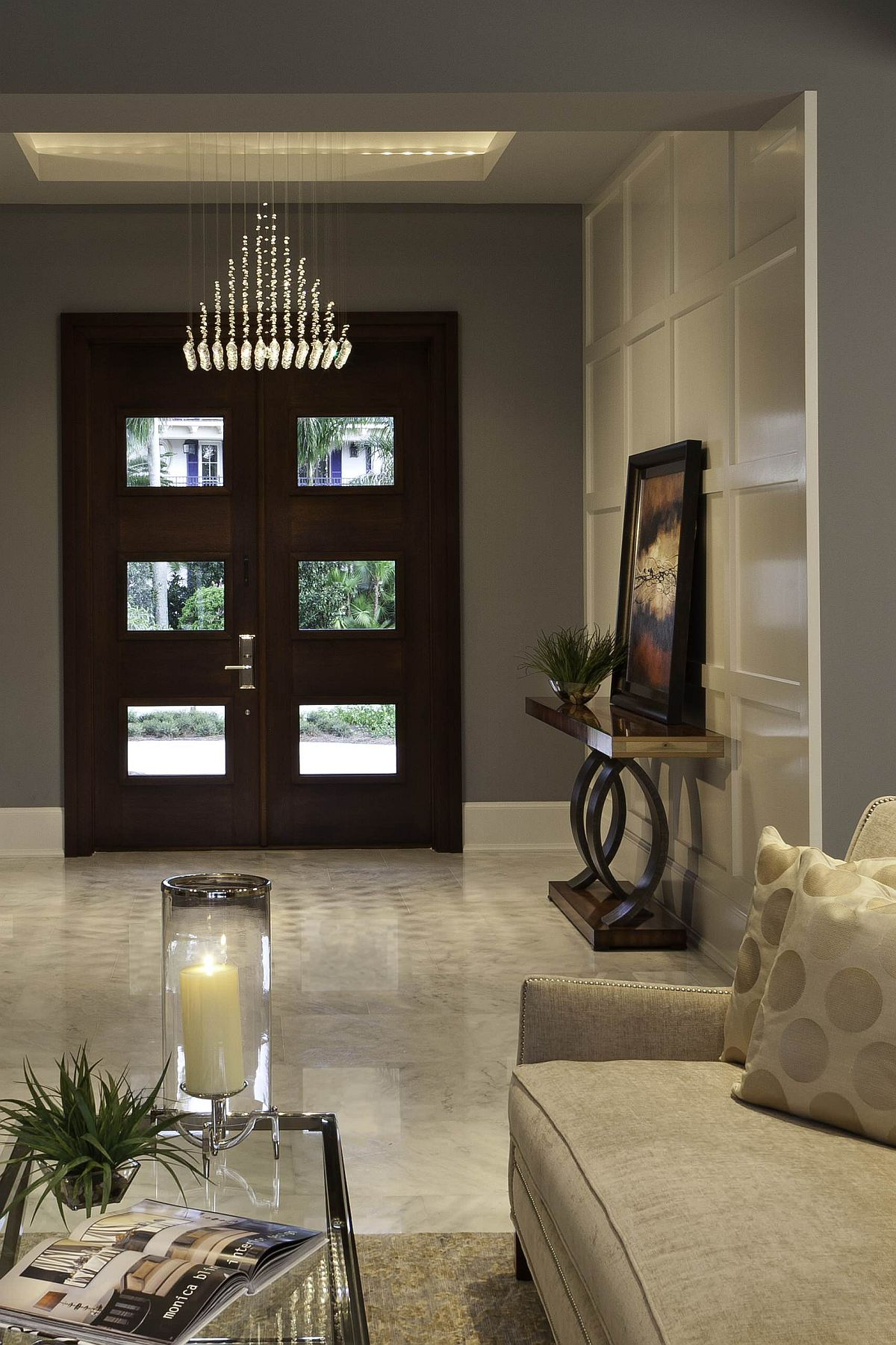 Monochromatic room in beige is both stylish and modern