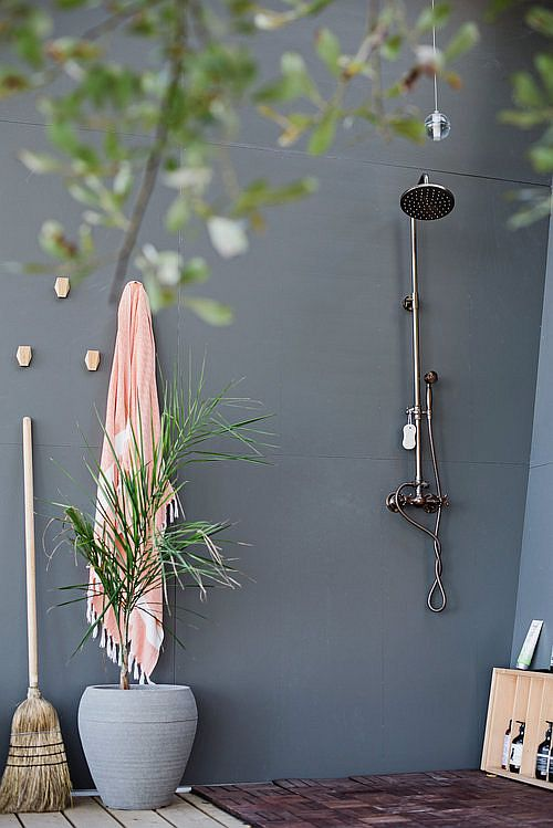 Outdoor-shower-area-at-the-cabin-in-woods-with-distant-views-80225