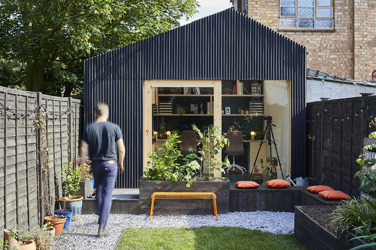 Outdoor-sitting-area-and-garden-that-add-to-the-appeal-of-the-backyard-Light-Shed-in-London-14398