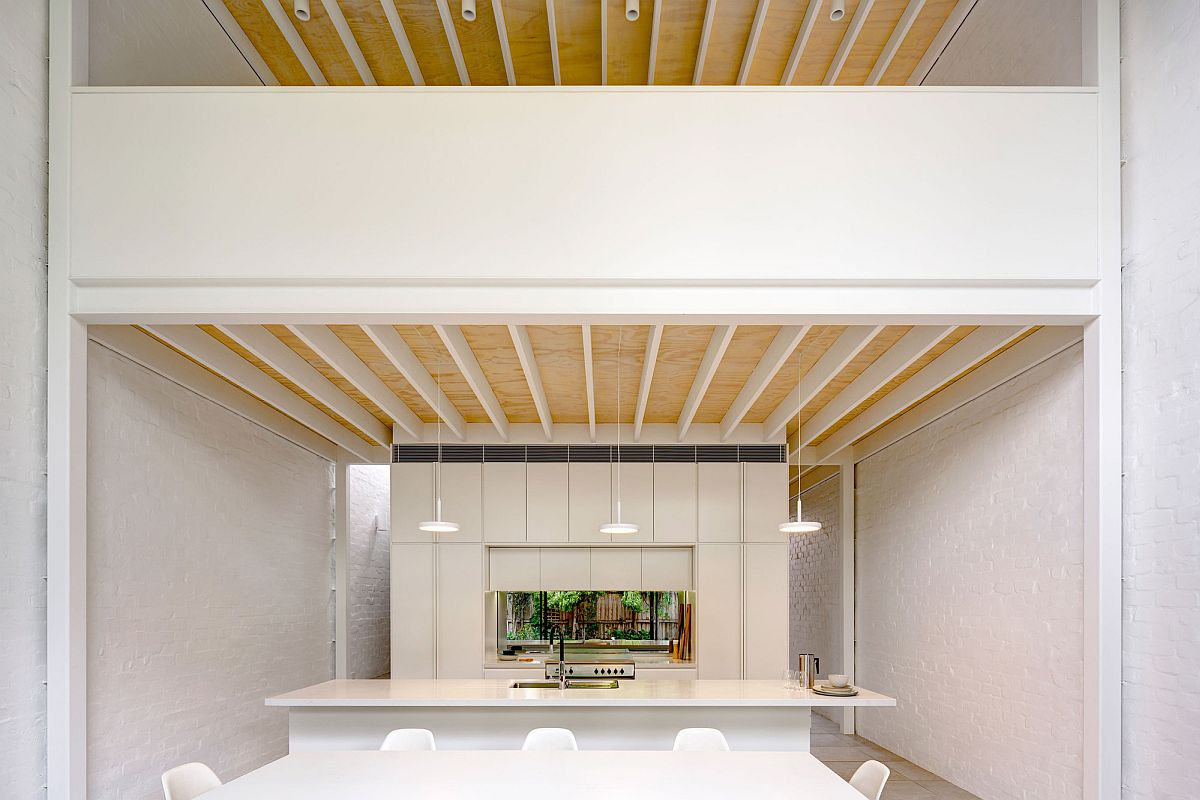 Painted brick walls of the extension ensure that the old and the new interact in a seamless fashion