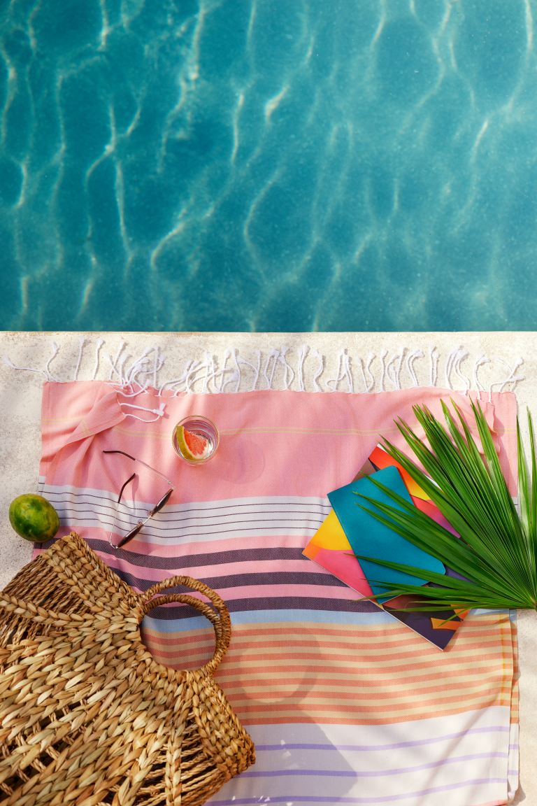 Palm-leaf-on-a-poolside-cotton-towel-46718