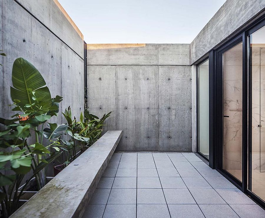 Private-concrete-courtyard-of-the-house-with-custom-bench-79772
