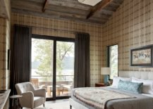 Reclaimed-wood-and-custom-wallpaper-bring-ample-pattern-to-this-spaciou-rutic-bedroom-14032-217x155