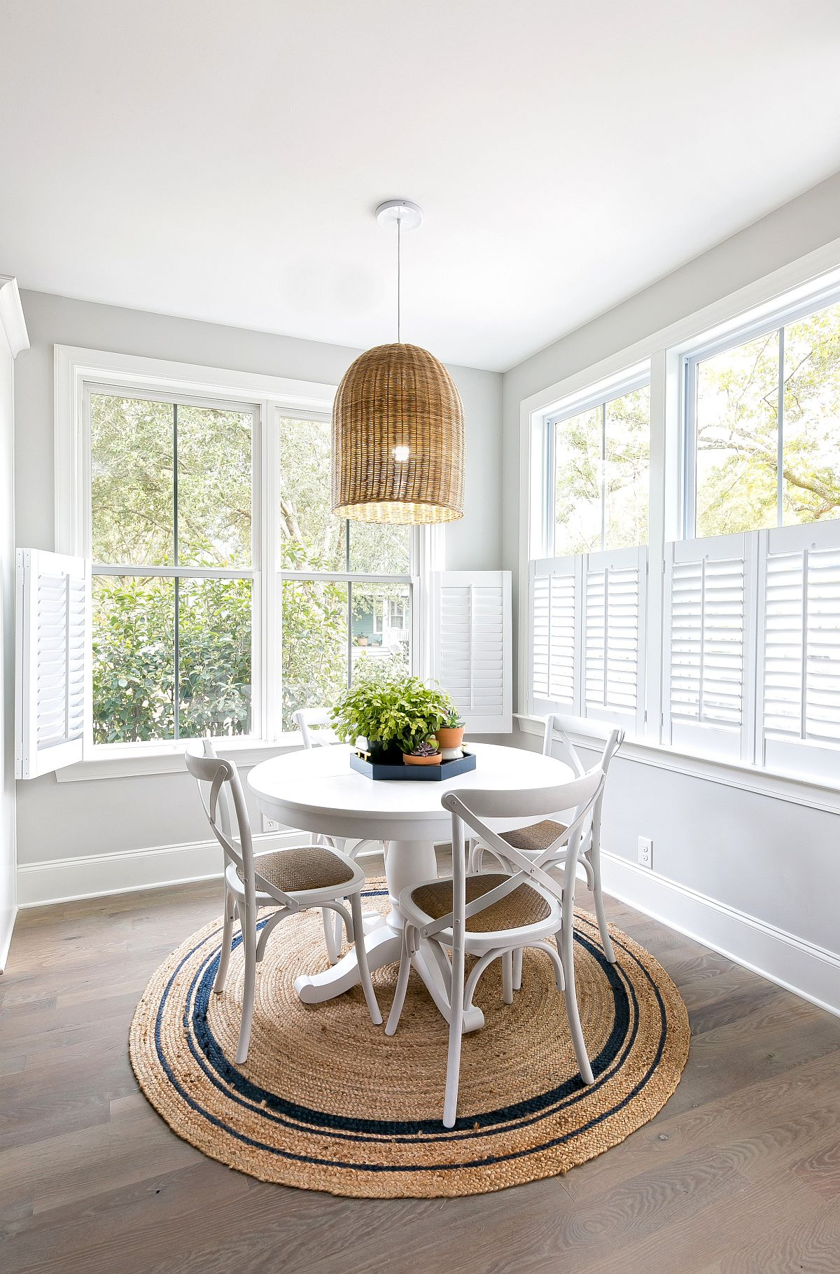 Rug-and-lighting-fixture-add-to-the-coastal-chic-appeal-of-this-small-dining-room-33217