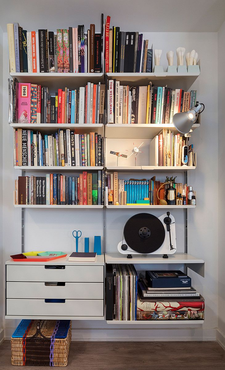 Simple floating shelves create a lovely open bookshelf in the backdrop