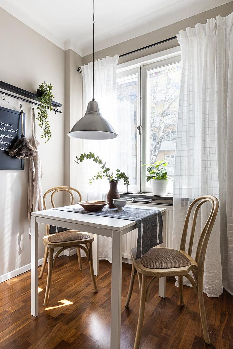Meet The Best Styles For Your Small Dining Room Space Savvy Ideas