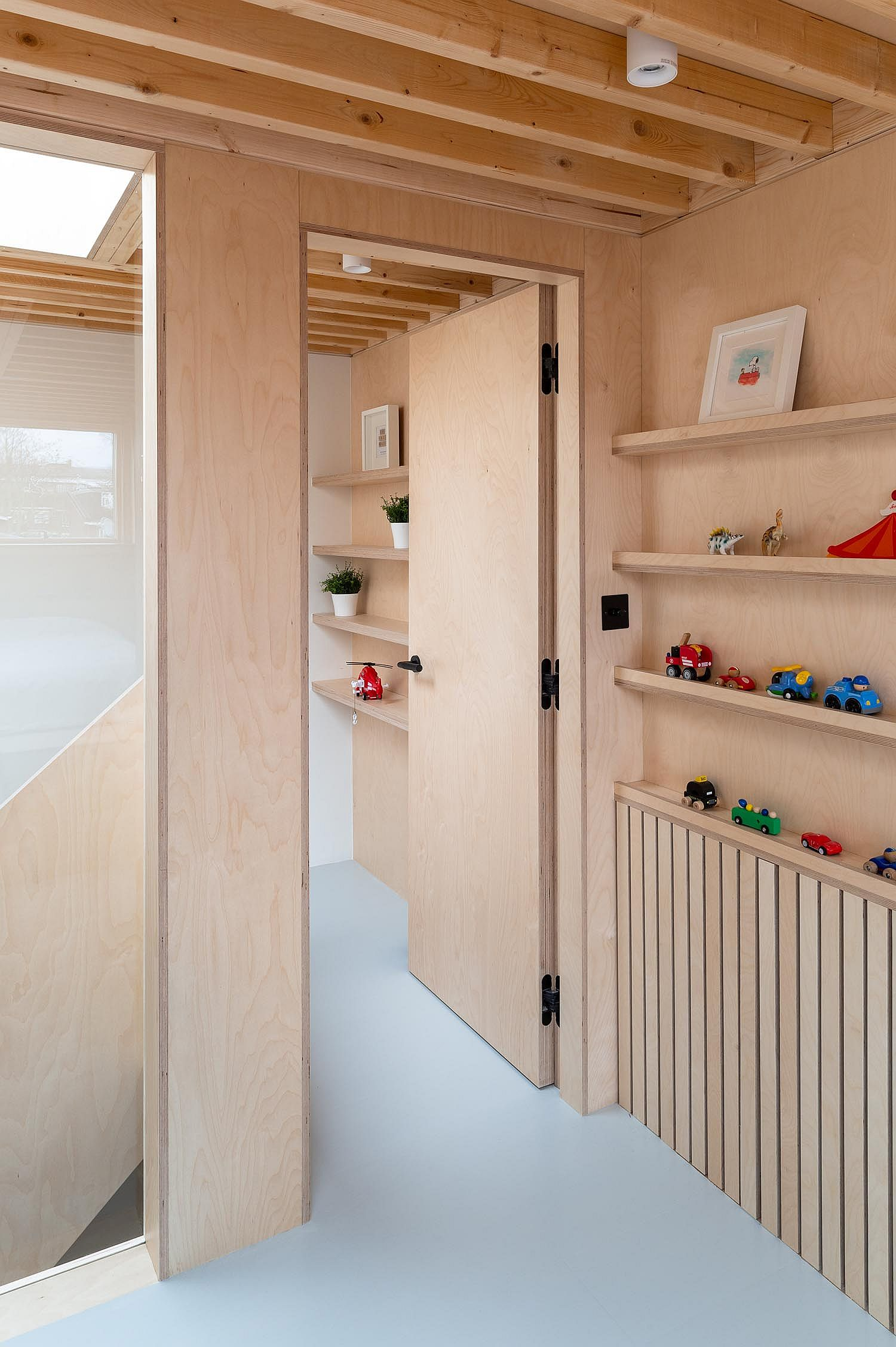 Spaces-redesigned-inside-the-house-using-plywood-walls-and-lovely-rooms-67000