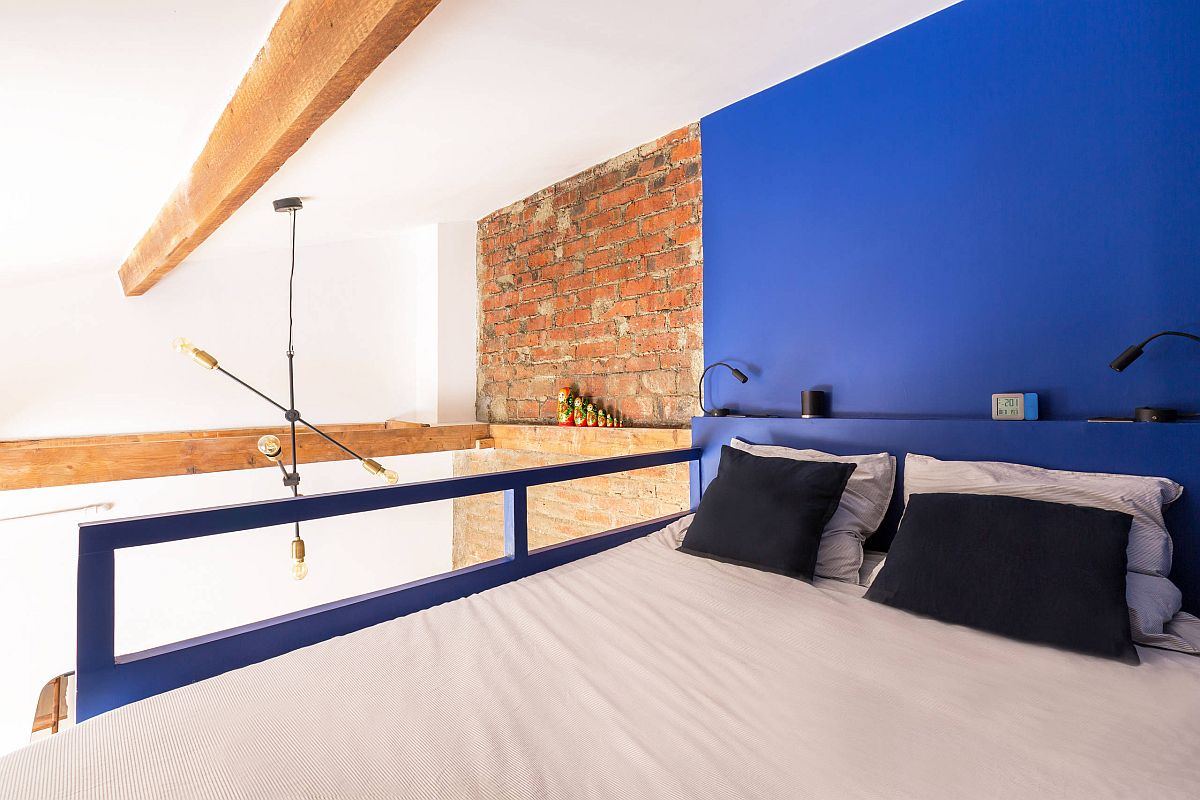 Tiny-industrial-bedroom-with-a-blue-accent-wall-and-super-stylish-design-25087