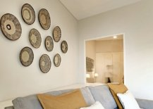 Unique-accent-wall-decorating-idea-for-the-small-livig-room-in-white-and-blue-25284-217x155
