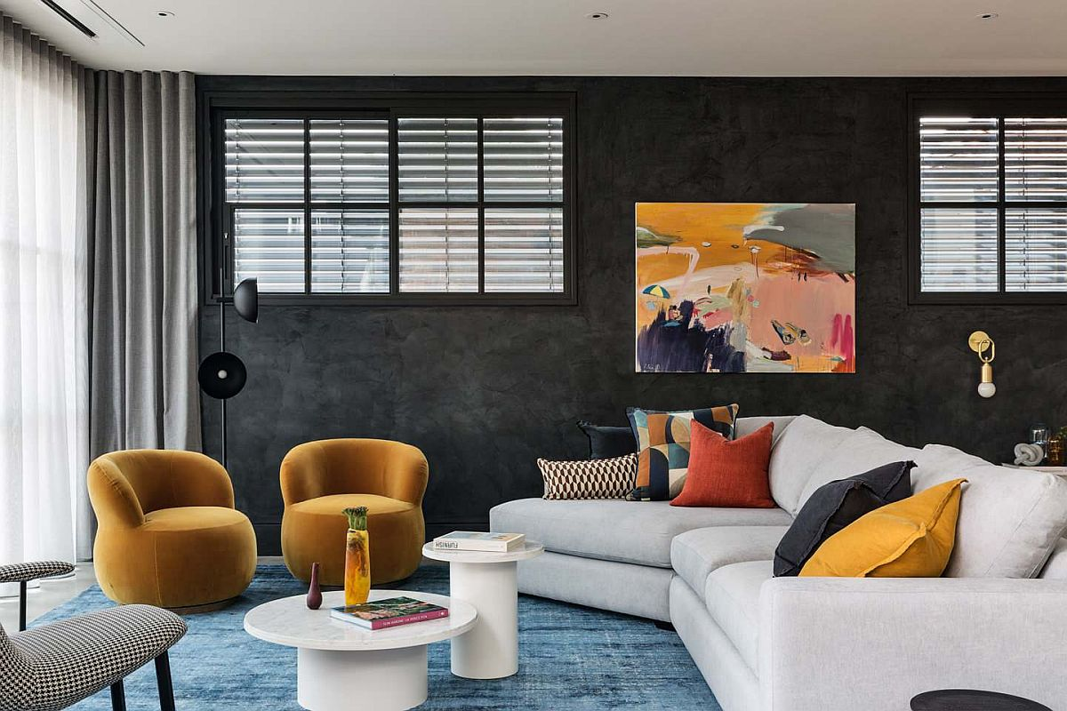 Using black in the living room in a modern and classy fashion