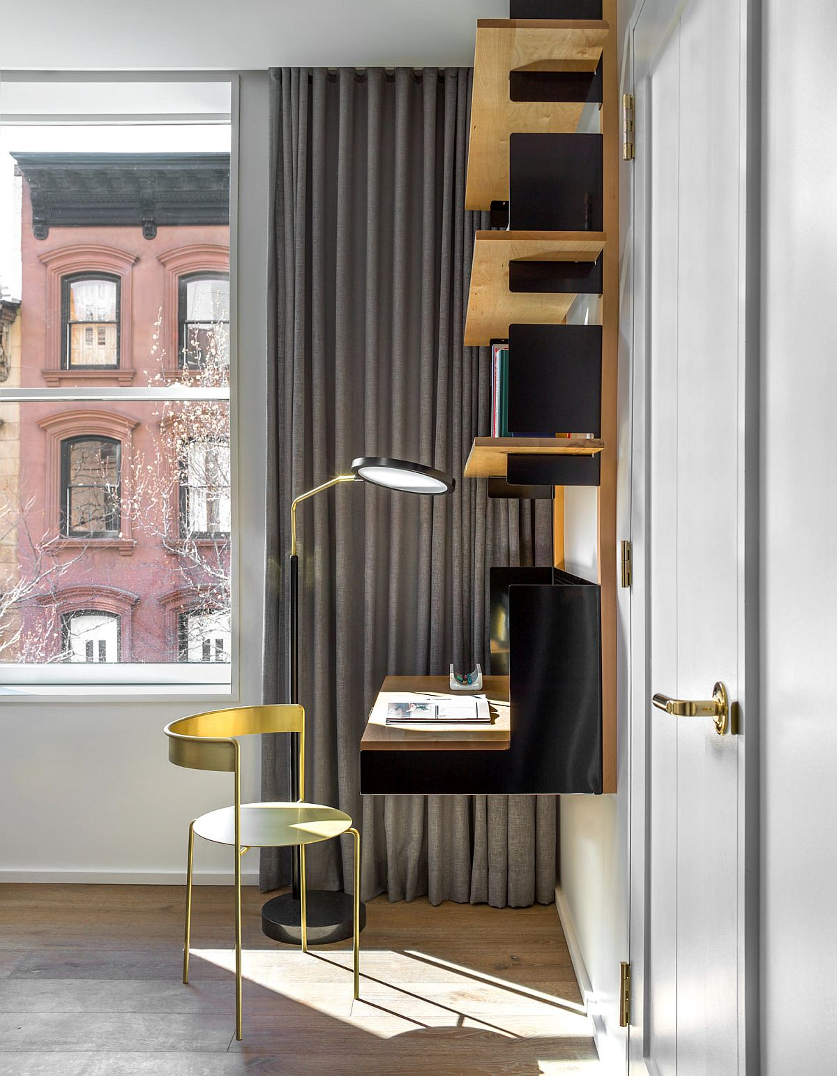 Wall-mouned-shelf-and-brass-combine-to-create-a-fabulous-corner-workspace-26372