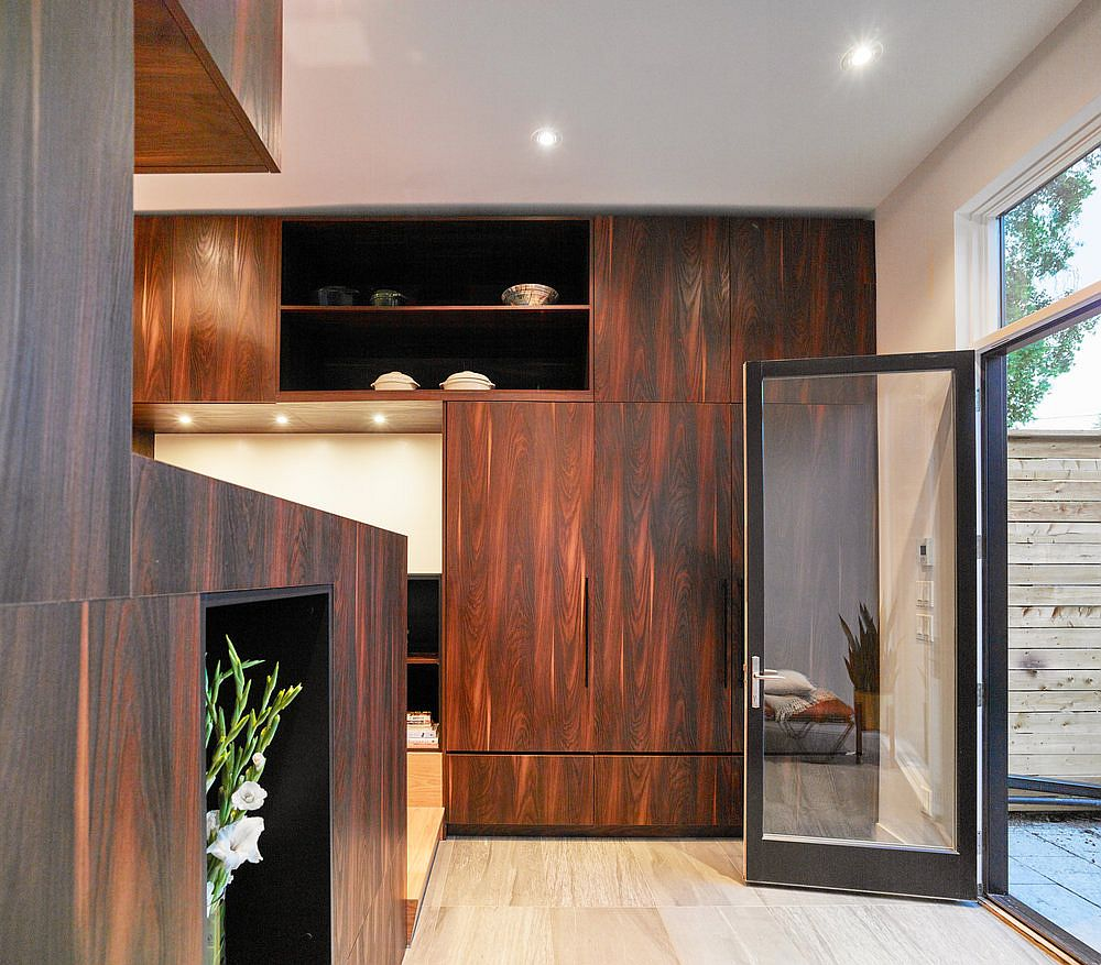 Wooden-walls-and-cabinets-reshape-the-interior-of-the-house-in-Toronto-14022