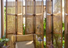 Woodsy-doors-allow-the-homeowners-to-switch-between-privacy-and-unabated-views-47803-217x155