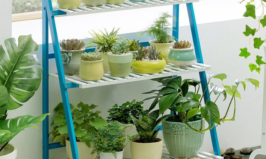 Outdoor Plant Stand Ideas for Your Summer Yard Refresh