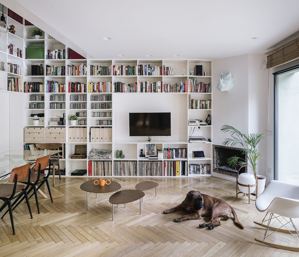 Bookshelves make the biggest impact in this single-family revamped home in Madrid with a neutral color scheme