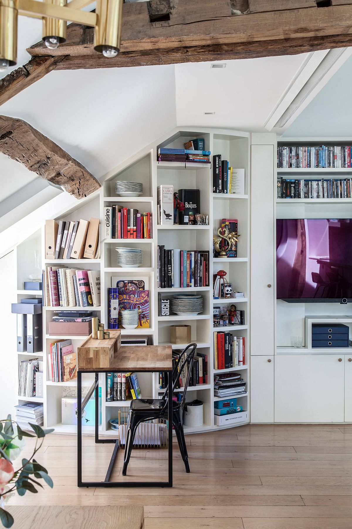 Bookshelves with smart design are an integral part of the perfect Parisian style home office