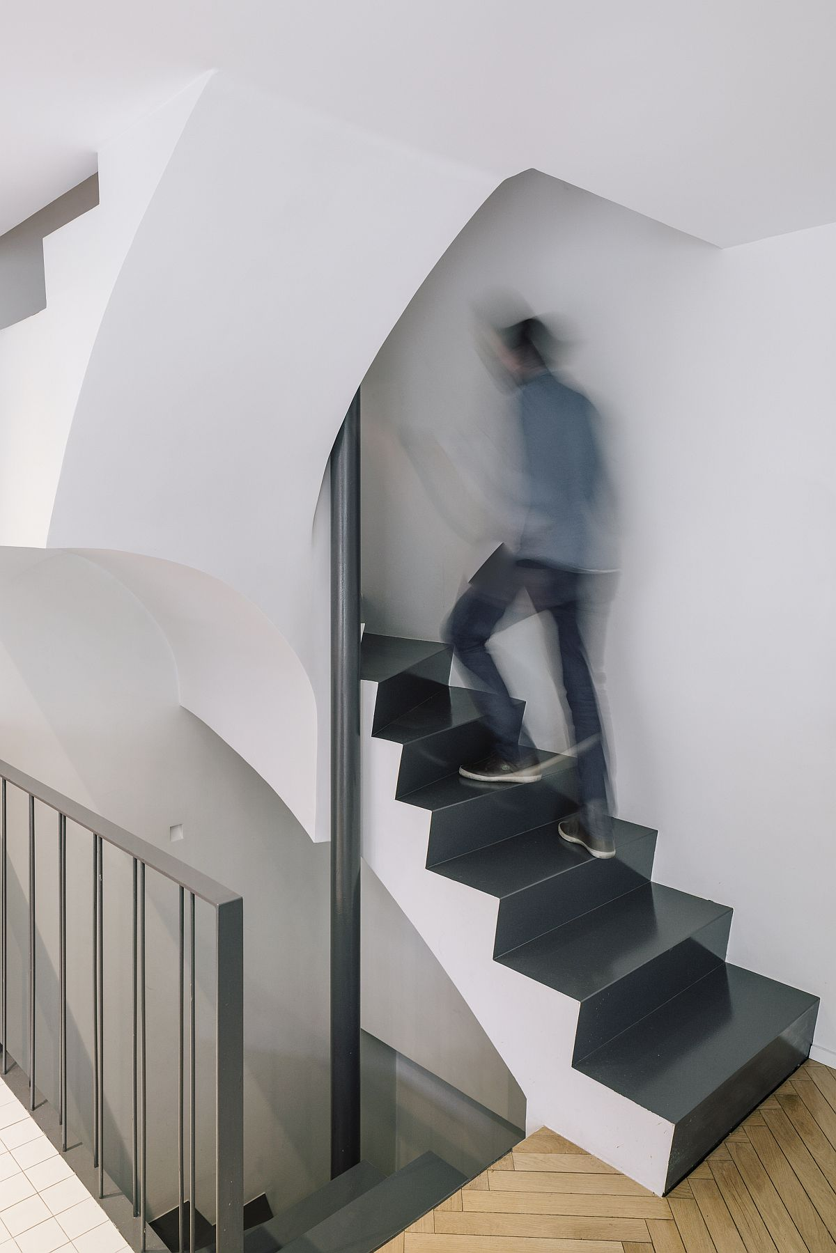 Contemporary staircase connecting different levels of the modern Madrid home
