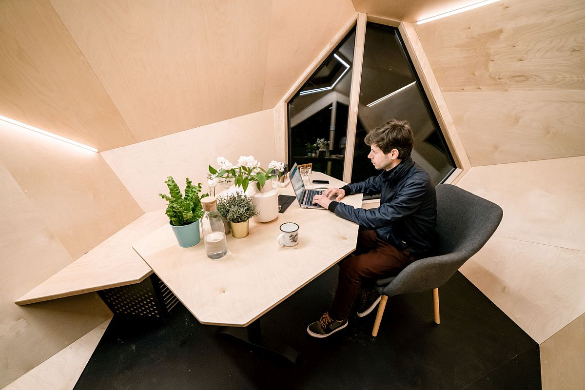 Design-of-the-desk-and-the-chair-inside-the-cabin-adds-to-the-geo-style-of-the-setting-61276