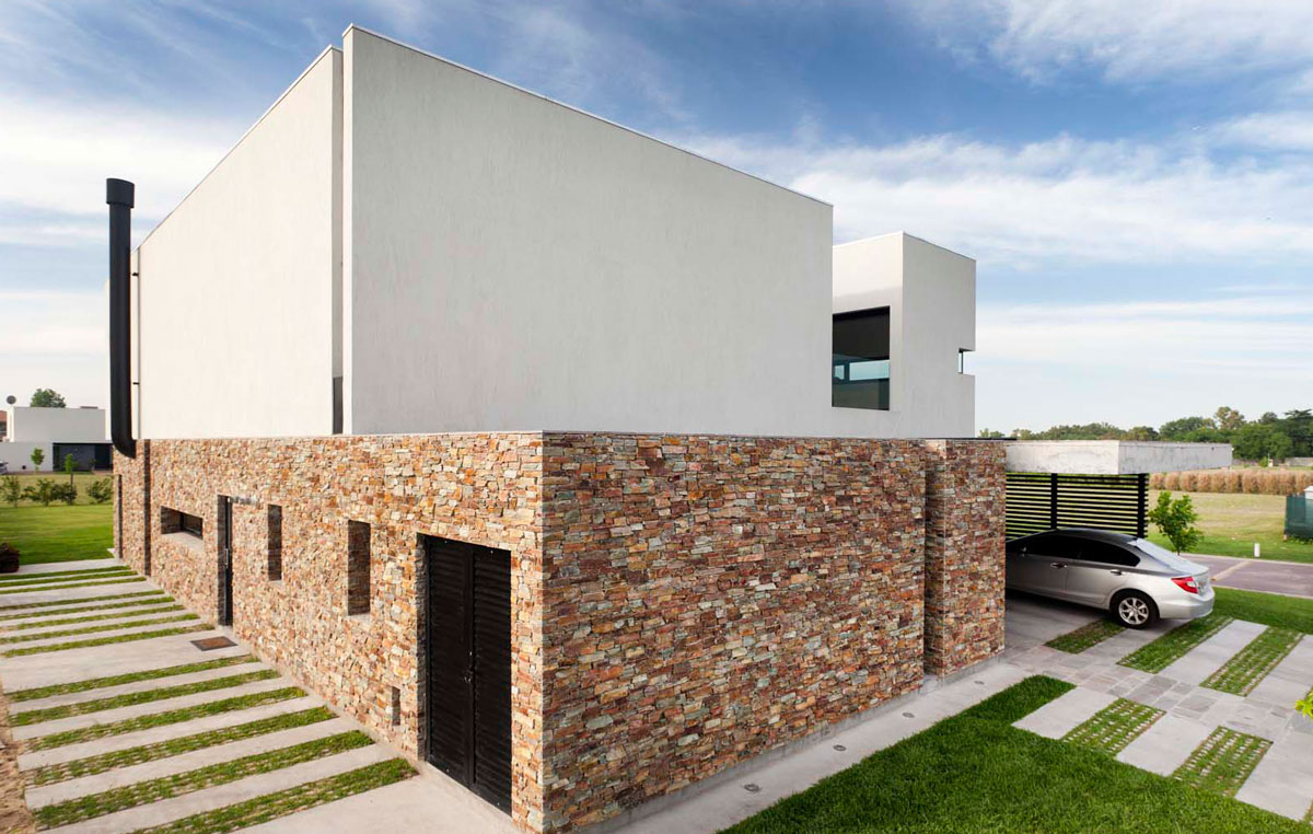 Facade-of-the-House-A-in-Buenos-Aires-Argenine-with-a-stone-wall-that-offers-ample-protection-86844