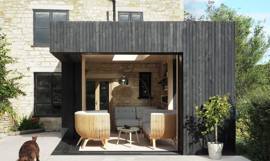 17th Century Cottage in Cotswolds Expanded Using a Delightful Modern Reading Room
