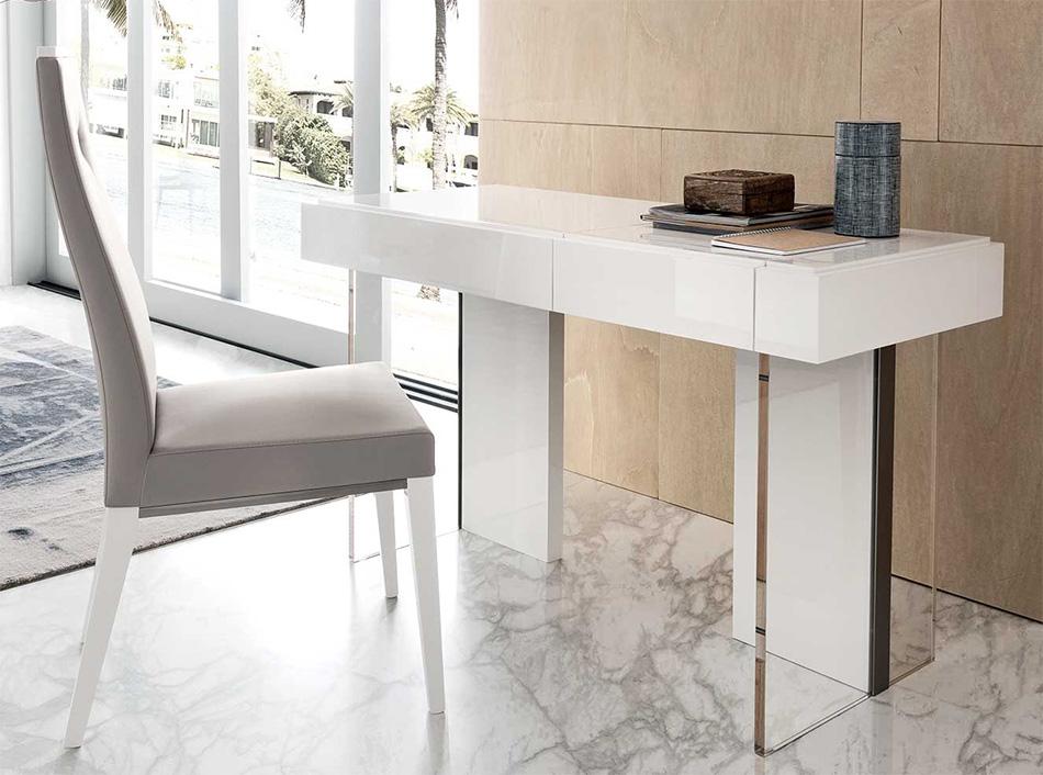 Italian vanity table with a glossy finish