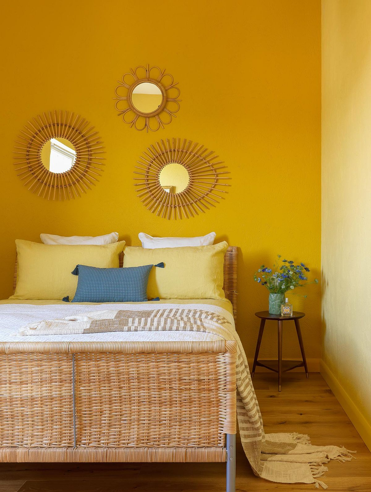 Lovely-Modern-Mediterranean-style-bedroom-with-yellow-walls-feels-bright-and-inviting-65996