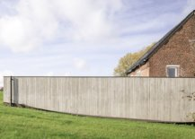 Lovely-wood-wall-offers-privacy-for-those-inside-the-new-extension-49034-217x155