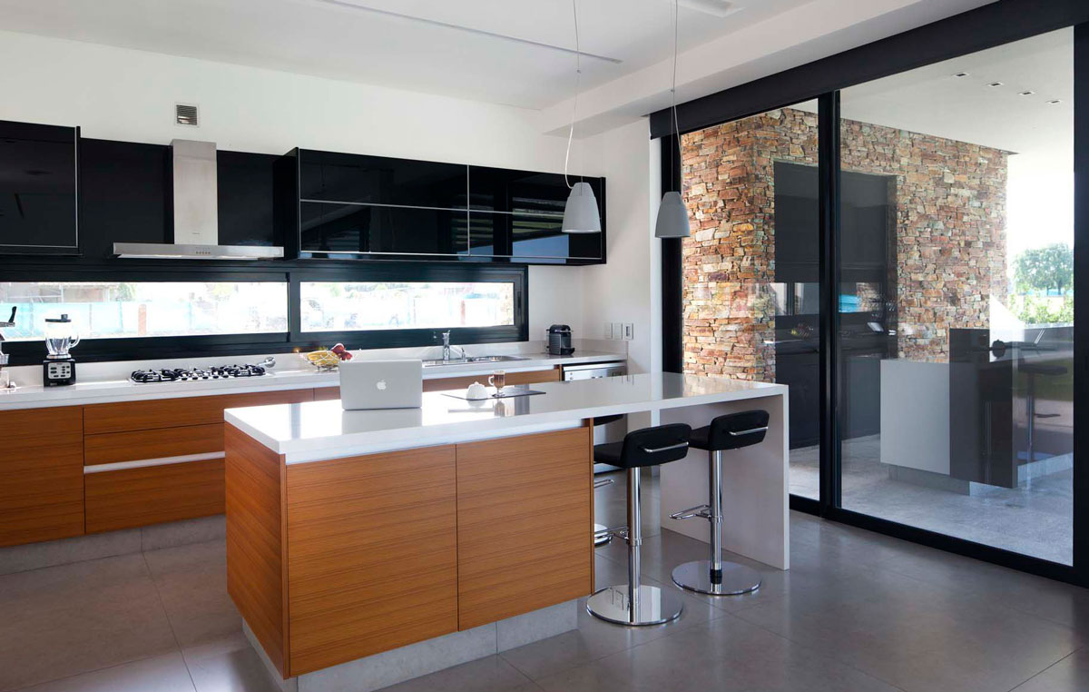 Modern-kitchen-of-the-Argentine-home-connected-with-the-outdoors-57842
