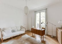 Monochromatic-white-backdrop-in-the-home-office-coupled-with-cozy-woodsy-floor-and-decor-69052-217x155