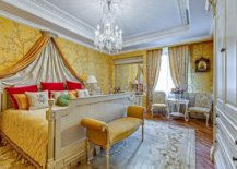 More-exhuberant-and-traditional-take-on-use-of-yellow-wallpaper-and-bedding-in-the-luxurious-master-bedroom-13564-217x155