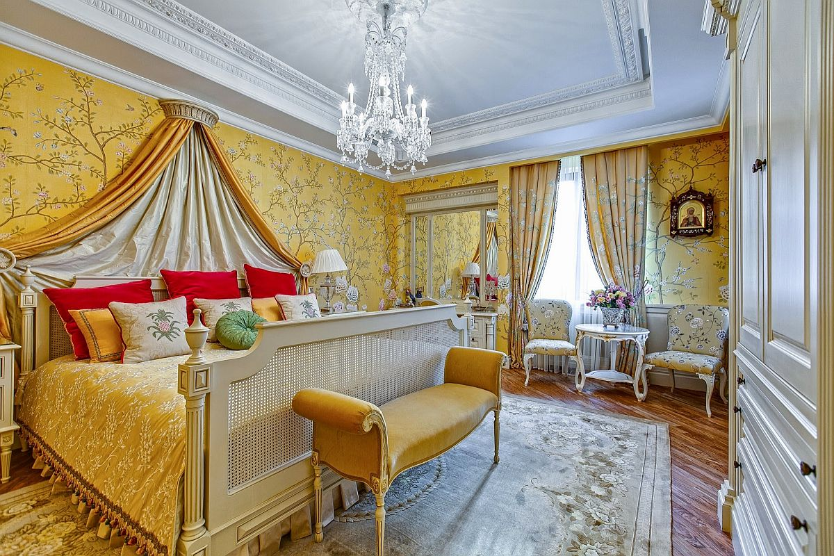 More-exhuberant-and-traditional-take-on-use-of-yellow-wallpaper-and-bedding-in-the-luxurious-master-bedroom-13564