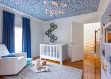Repeating-the-color-of-the-wallpaper-on-ceiling-in-the-white-room-makes-it-even-more-impressive-38854-217x155