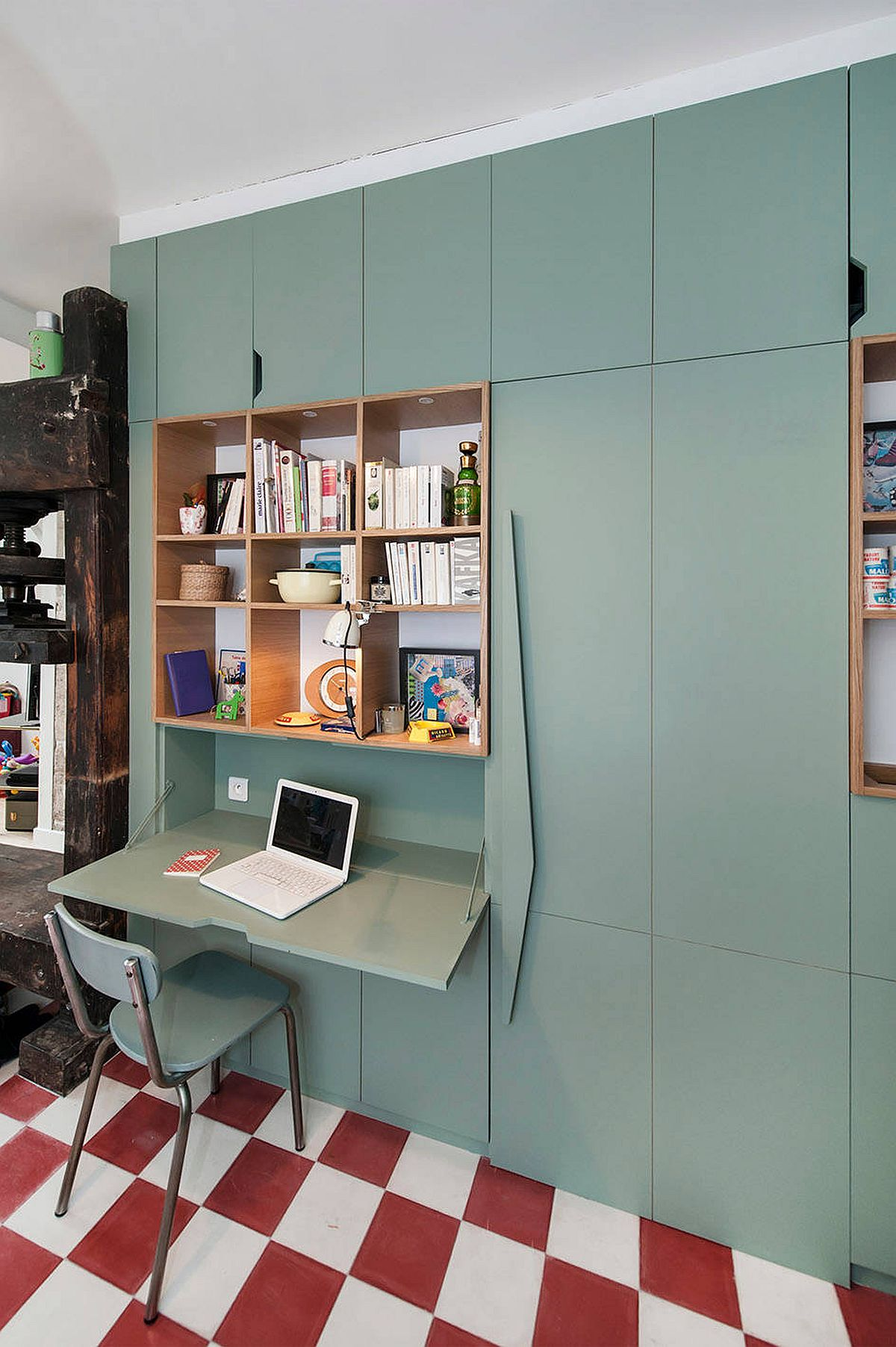 Retro-appeal-mixed-with-pastel-green-inside-the-one-of-a-kind-home-office-72688