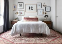 Simple-and-dashing-gallery-wall-in-the-small-white-eclectic-bedroom-81895-217x155