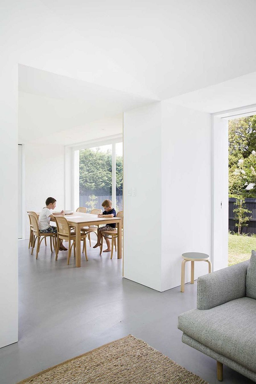 Sliding-glass-doors-and-large-windows-now-connect-the-living-area-kitchen-and-dining-with-the-garden-65280
