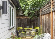 Small-garden-area-and-backyard-sitting-space-for-guests-to-enjoy-35618-217x155
