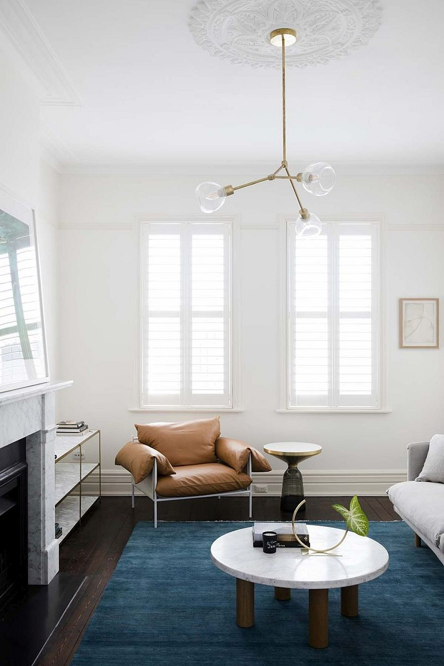 Spaces-inside-the-original-house-are-also-given-a-dashing-modern-makeover-26387