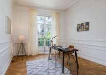 Spacious-and-contemporary-home-office-in-Paris-with-freestanding-desk-and-acrylic-chairs-47054-217x155