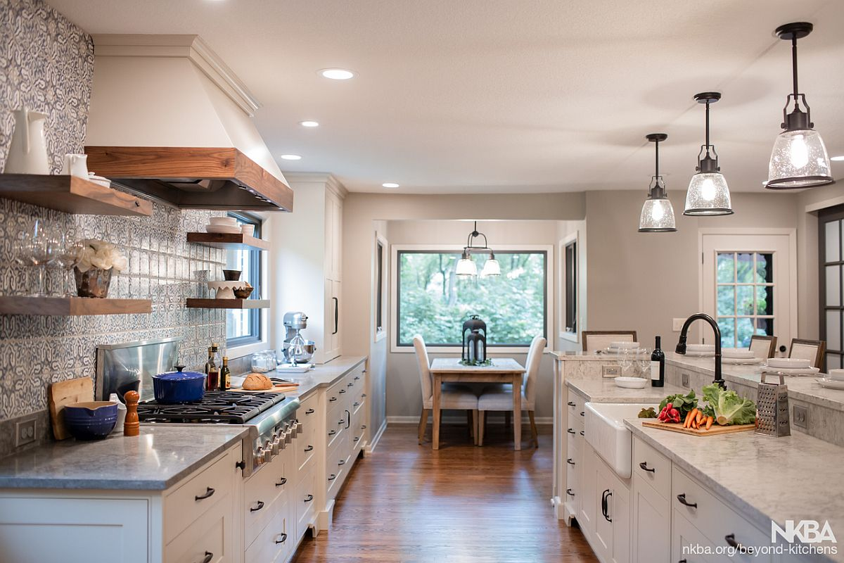 Spacious and light-filled industrial-farmhoue kitchen with a modern backdrop
