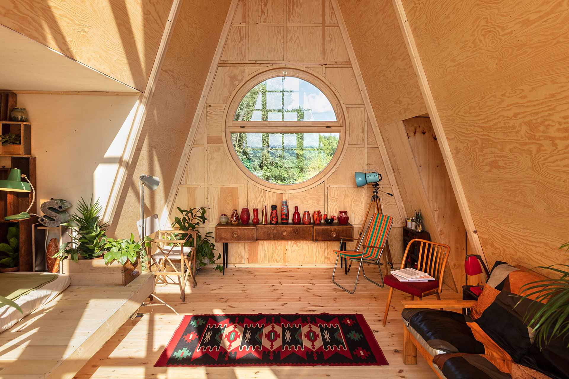 Spacious-interior-of-the-cabin-adapts-to-the-changing-needs-of-its-residents-27592