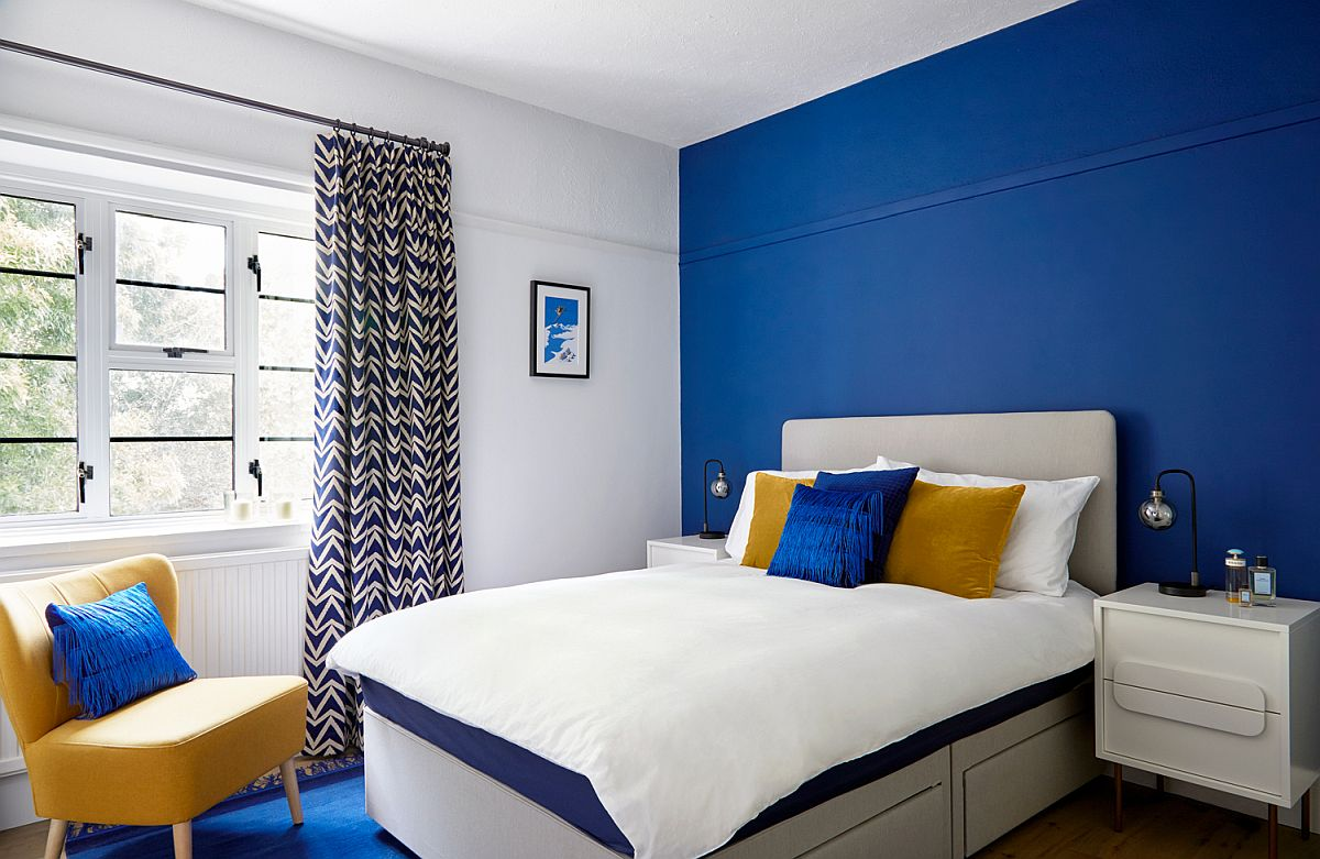 Stunning blue accent wall and rug for the modern bedroom in blue, white and yellow
