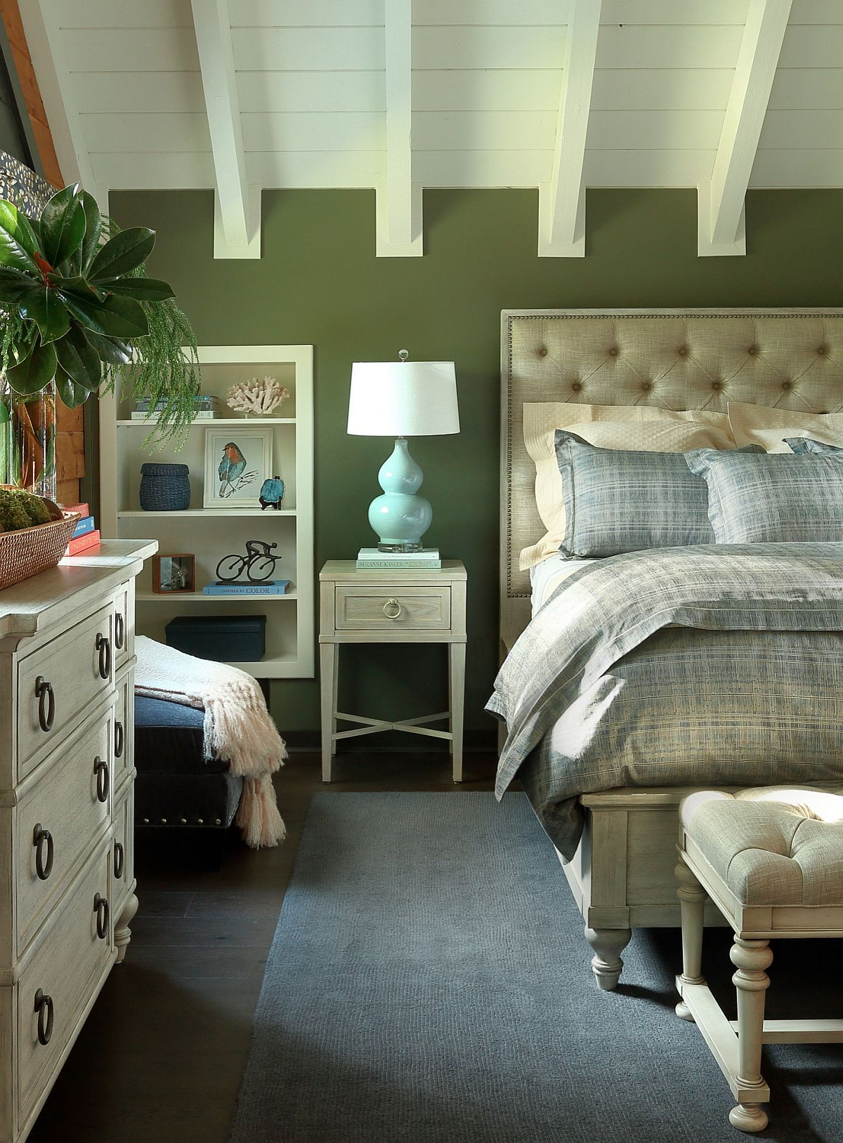 Traditional bedroom in green and cream puts your nerves at ease
