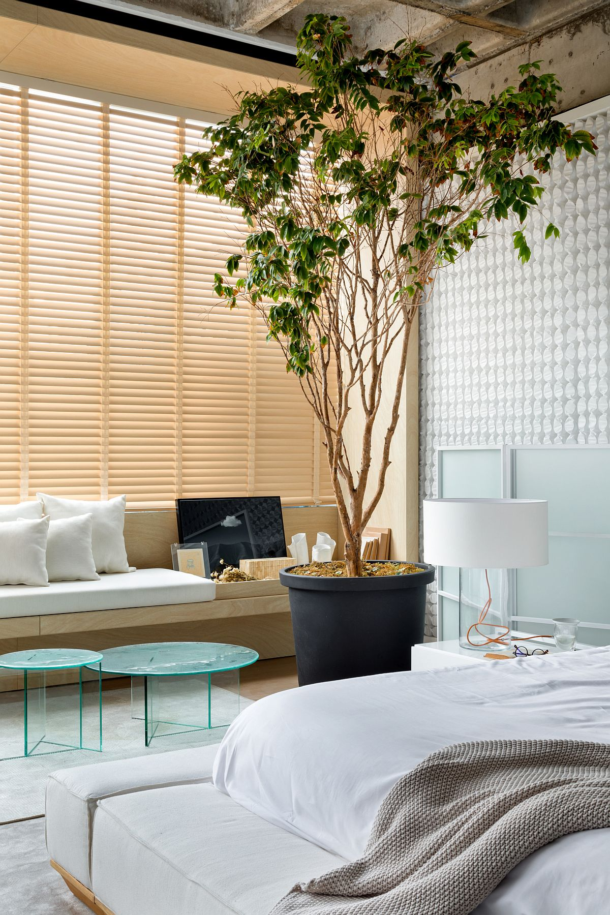 Windows-screens-and-a-selection-of-modern-decor-specially-curated-for-the-bedroom-make-it-a-modern-haven-72877
