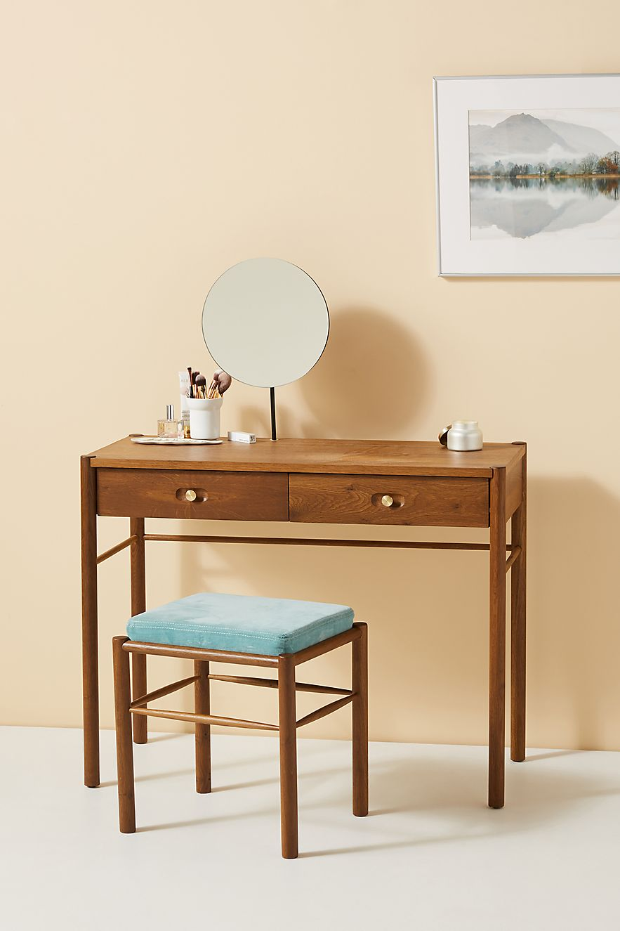 Beautify Your Life With A Vanity Table