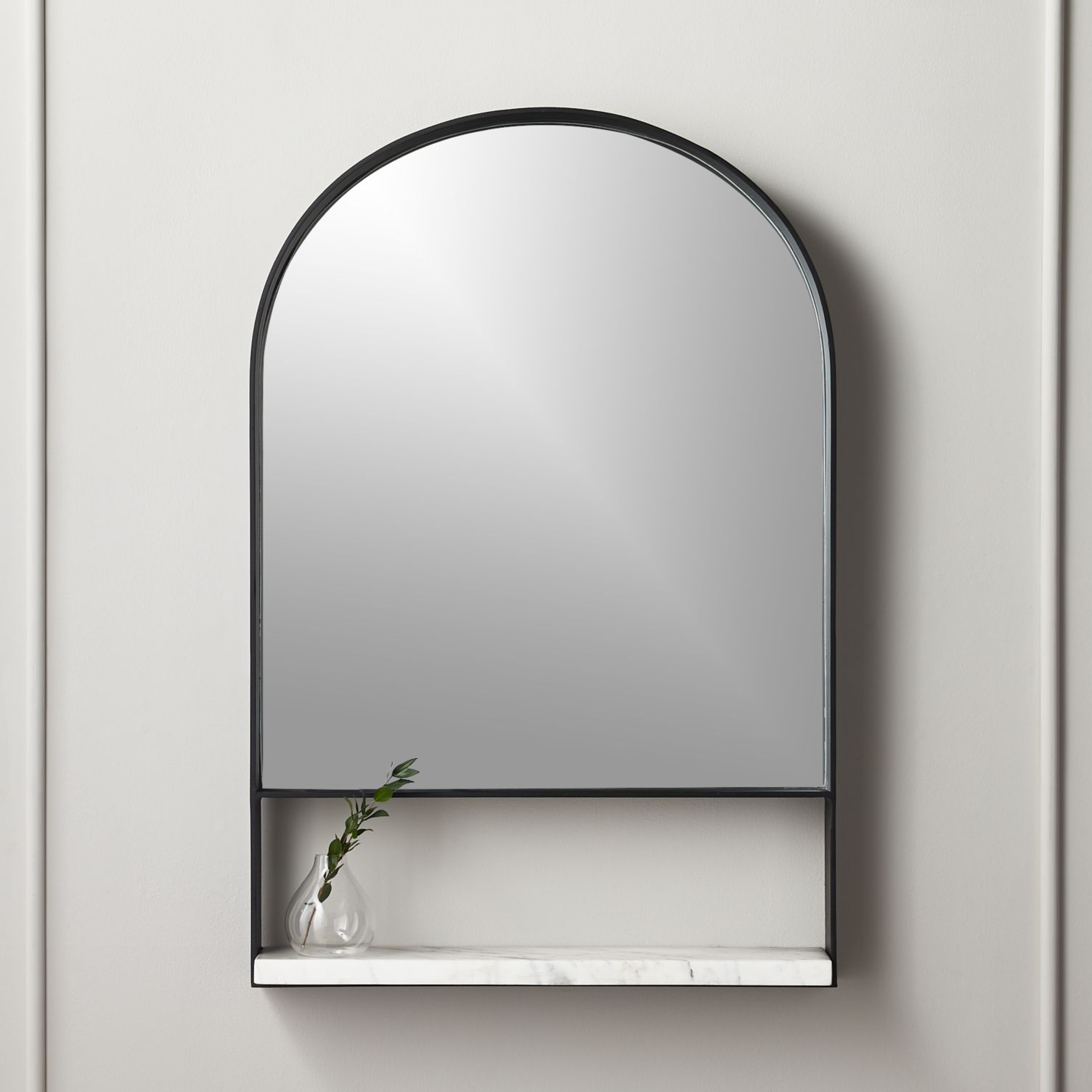 Arched mirror with a ledge