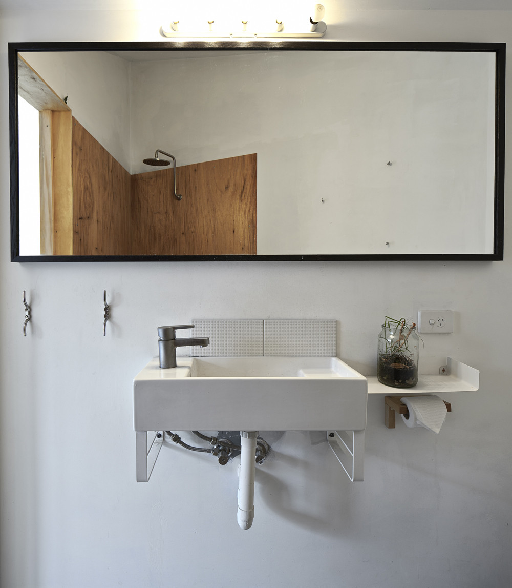 Bathroom-in-white-with-smart-lighting-that-steals-the-spotlight-38601