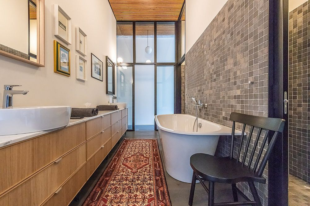 Bathroom-open-at-both-ends-connects-with-the-bedroom-using-sliding-glass-doors-28480